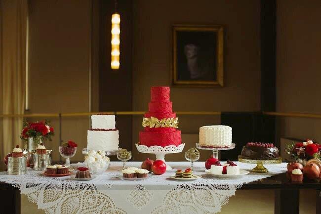 Vários bolos de diferentes cores