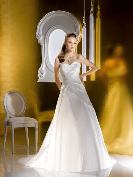 Abiti sposa 2013 Just for You. Foto: www.thesposagroup.com