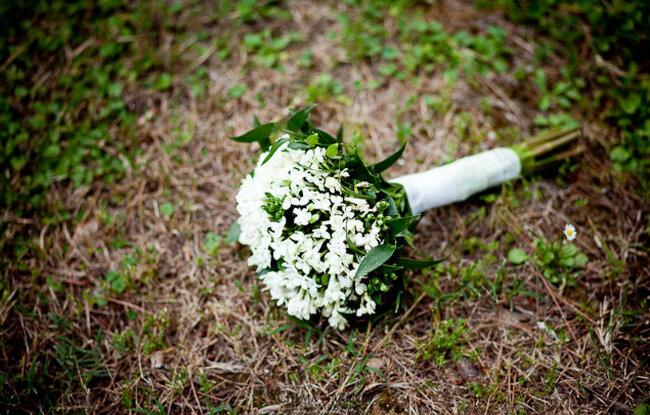 Buquês de noiva brancos. Foto: Chema Naranjo