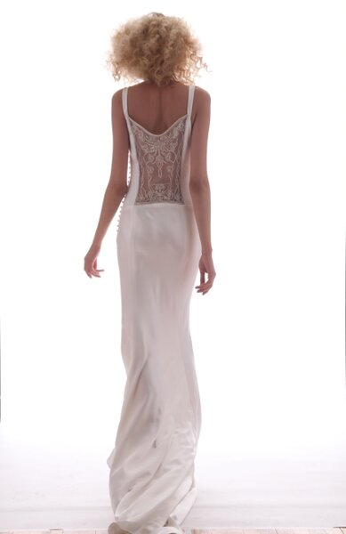 Vestido de noiva com as costas trabalhadas, da coleção Primavera 2013 de Elizabeth Fillmore. Foto: Elizabeth Fillmore