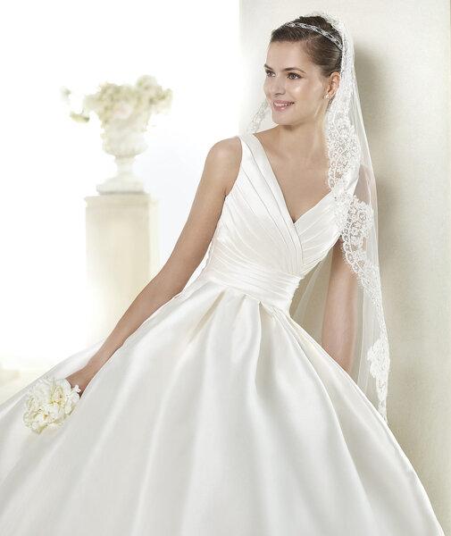 Красивые свадебные платья с V-образным вырезом 2015 для самых красивых невест
