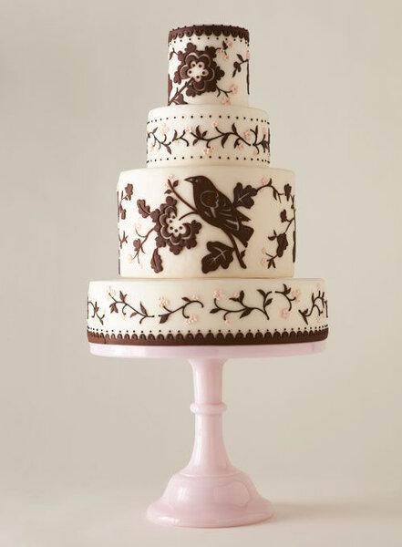 Dekoracja motywami ptaka tortu ślubnego, Foto: America's Most Beautiful Cakes