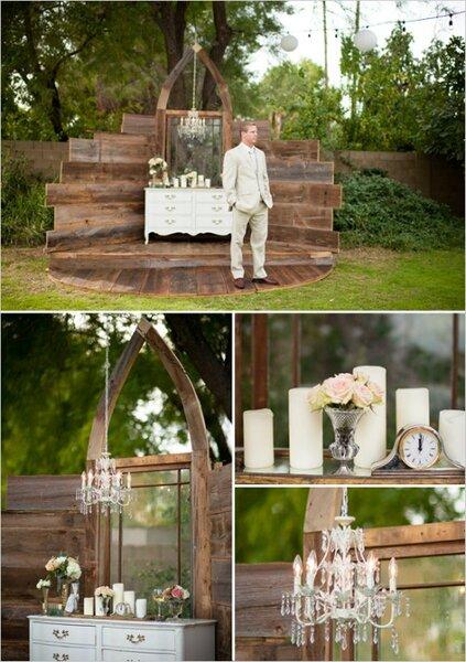 Photocall elaborado con maderas, un mueble antiguo, velas, flores, etc...