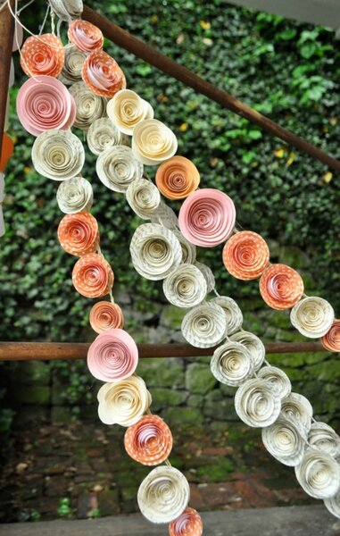 Decoración con flores de papel.