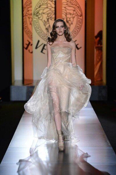 Versace 2013: invitadas sensuales y elegantes