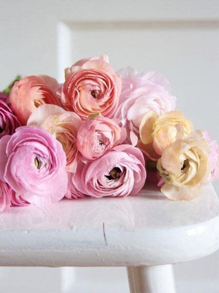 Arreglos florales en tonos al pastel y peonias de moda en las bodas de 2013