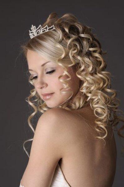 Peinado de novia con pelo largo. Foto Hairdresser Models.eu
