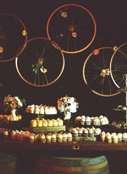 Kreativ: Räder als Hochzeitsdekoration