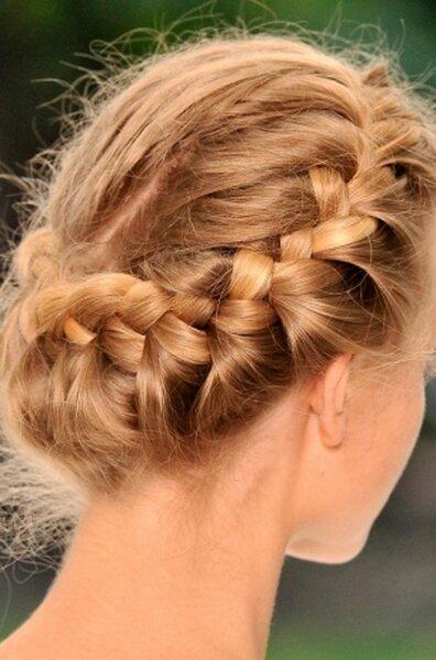 Coiffure de mariage : cheveux tressés et entrelacés
