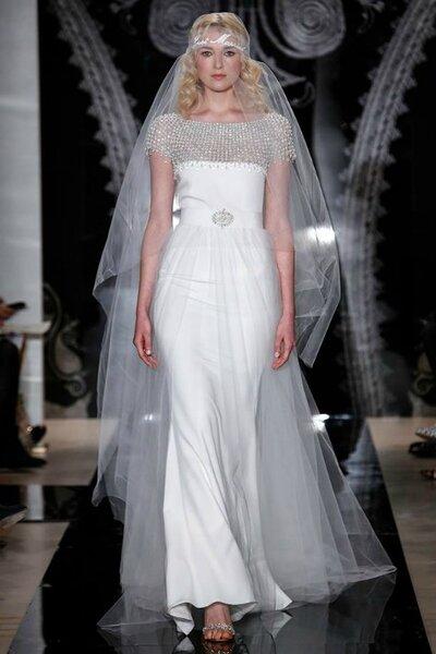 Hochzeitskleid im 20er Jahre-Stil mit Perlen und Kristallen, Reem Acra.