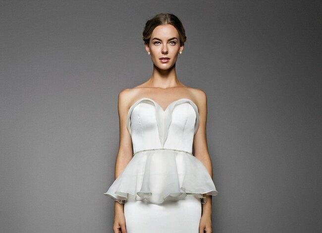 John Paul Ataker Spring/Summer 2015: Peplum Kleid mit Herzausschnitt