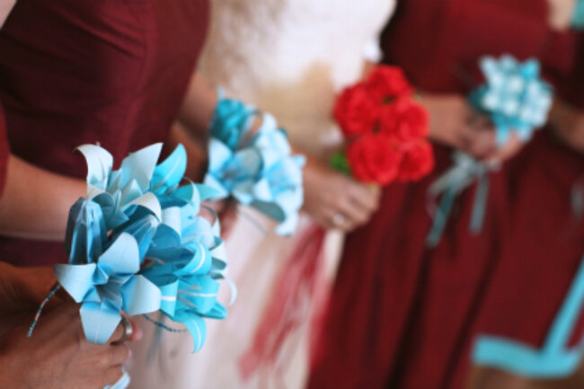 O buquê da madrinhas é composto de flores de origami. Foto: Zzilch (via Flickr)