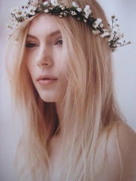 Delikatny wianek z białych kwiatów