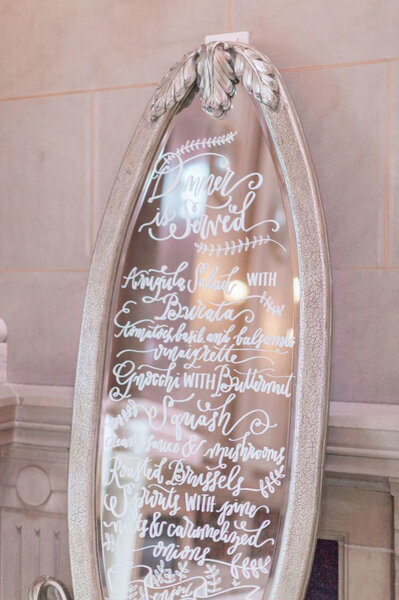 Hochzeitsdekoration mit Spiegeln