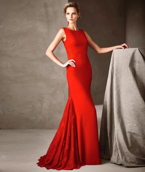 Pronovias 2017  Une nouvelle collection de robes de soirée très glamour