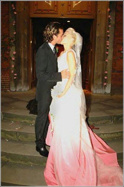 Gwen Stefani usou um vestido de John Galliano para Dior quando casou com Gavin Rossdale em 2002.