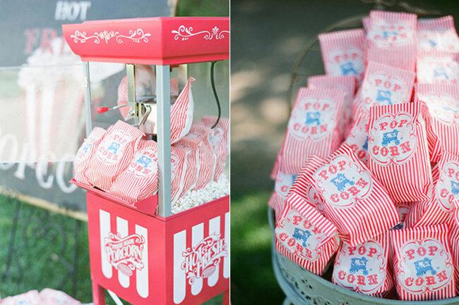 Bolsas de palomitas en boda con temática circense.