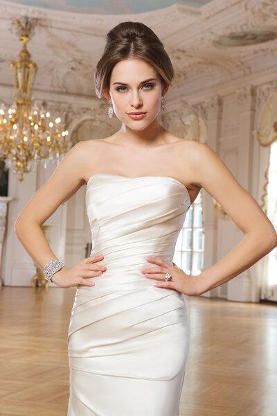 Suknia ślubna bez ramion, Foto: Lillian West 2015