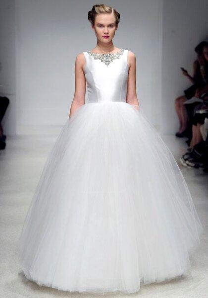 Klassieke witte trouwjurk, foto: Amsale Fall 2012