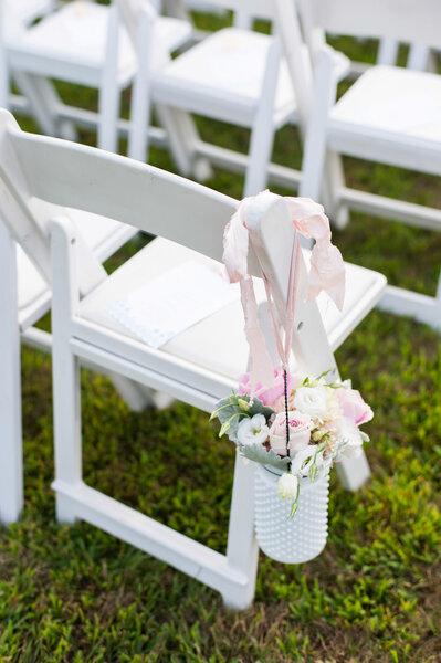 Mobiliario original en color blanco para tu boda - Leila Brewster