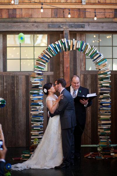 Altar con libros.