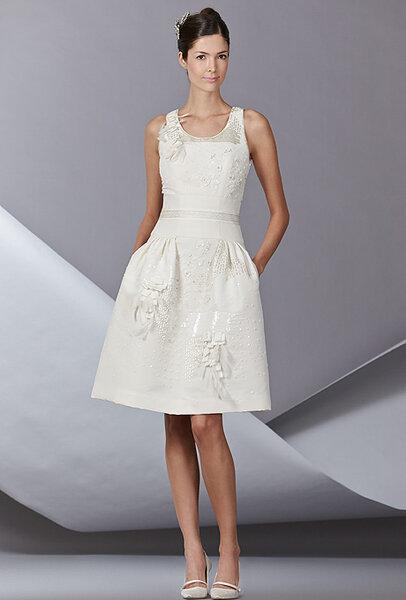 Nowoczesna suknia ślubna z kolekcji CAROLINA HERRERA