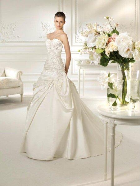 Suknie ślubna z kolekcji White One 2013. Model: Nazua