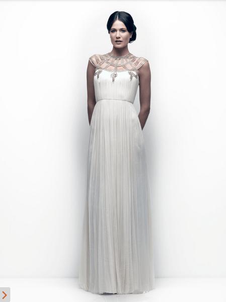 Vestido de novia 2013 con detalle en el escote en color plateado y falda con caída recta y elegante