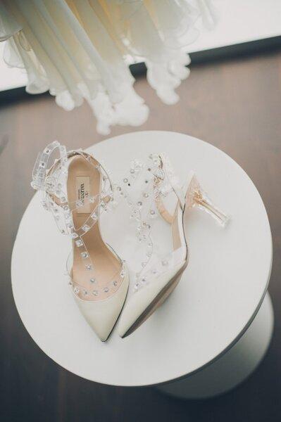 Real Wedding: Una boda fashionista con acentos dorados y estampado pata de gallo - Foto Mango Studios