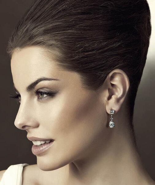 Aretes de diamantes para novia cortos con diseño tradicional y muy elegante