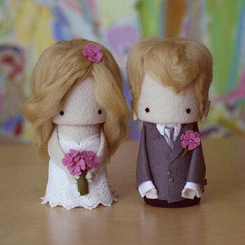 ¿Qué muñecos podrían decorar la torta de boda?