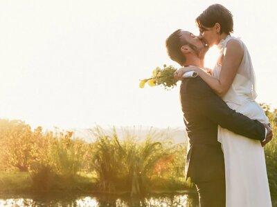 Traumhafte Hochzeitsfotos und Papeterie für die Hochzeit bei einer farbenfrohen Real Wedding vom Feinsten!
