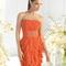 Vestido corto en color naranja cítrico para damas de boda