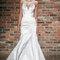 Biała suknia ślubna z głębszym dekoltem i ozdobą wokół szyi, Foto; HAYLEY PAIGE 2014