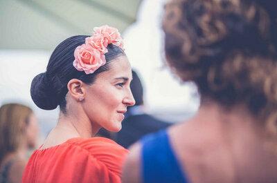 Detalles chic de invitadas de boda: cuando la cámara se fija en ellas
