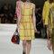 Festmode für Hochzeitsgäste: Gelbes Kleid von Miu Miu.