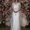 Vestido de noiva elegante e com mangas comprimidas.