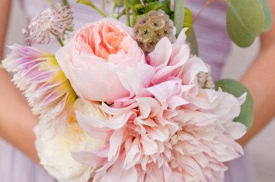 ¡Combina varios tipos de flores en tu ramo de novia!