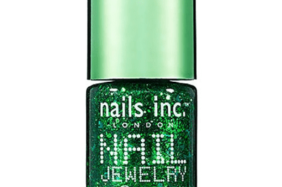 Maquillaje para novia en color verde esmeralda