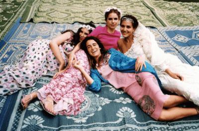 3 prominente Bräute, die in einem altrosa Brautkleid JA sagten