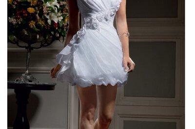 Os elegantes e modernos vestidos de noiva curtos Nova Noiva