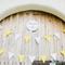 Decoración de boda con tira de banderines en las puertas
