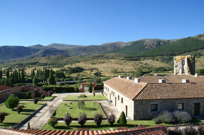 ¿Una boda en Ávila? Te enseñamos la preciosa y rural Posada Real Torre del Mayorazgo