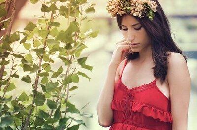 Corona de flores: guía de estilo y su uso como invitada de boda