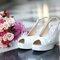 Cuñas de estilo peep toe para una boda mucho más informal.