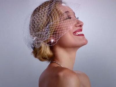 100 anos de vestidos de noivas em três minutos!