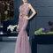 Vestido 8T319 rosa grisáceo corte sirena con aplicaciones.