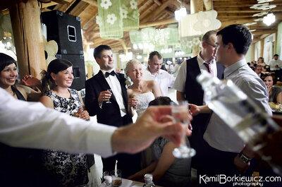 Kilka słów o wyborze, ilości i serwowaniu wódki na weselu