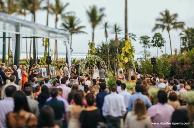 Casamento na praia de Carolina e Alê: emoção à flor da pele + show surpresa do Sidney Magal