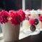 Decoración con flores rojas